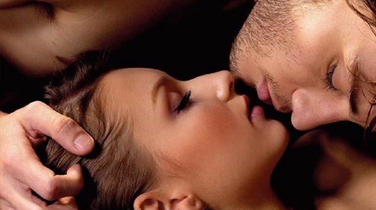 Παθιασμένο φιλί: 4 tips για ένα αξέχαστο φιλί
